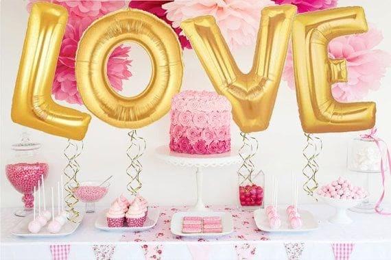Буквы LOVE на 8 Марта