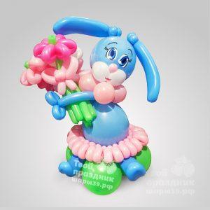 Миленькая зайка с цветами из шариков
